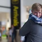 copil-aeroport-parinti-plecati-munca-strainatate