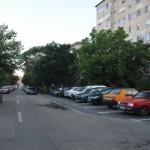 masini-parcari-intre-blocuri_07